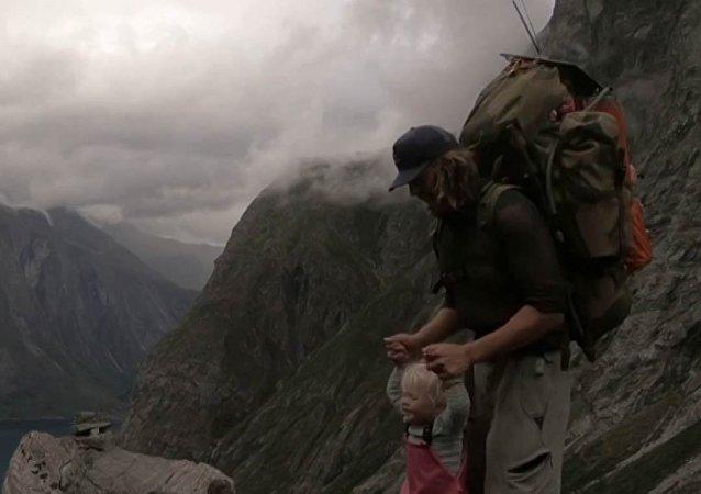 Tříletá dívka překonala přes 500 km v horách
