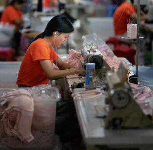 Továrna na šití oblečení v Číně