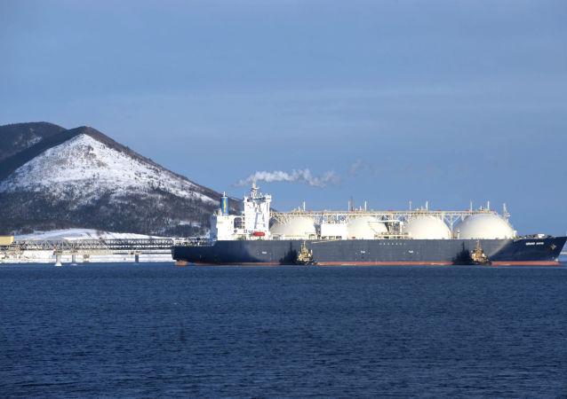 Ruský tanker s plynem Grand Aniva. Ilustrační foto