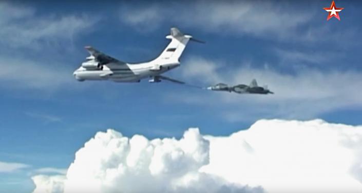 Dotankování Su-57 za letu