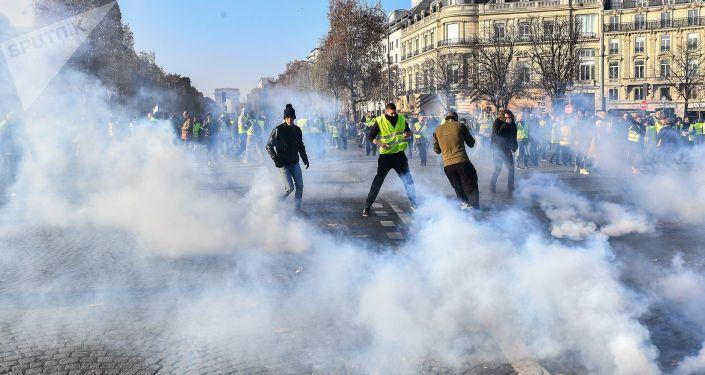 """Protesty """"Žlutých vest"""" ve Francii"""