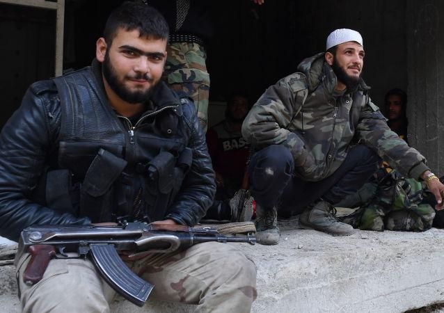 Ozbrojenci v oblasti bývalého palestinského uprchlického tábora Jarmúk