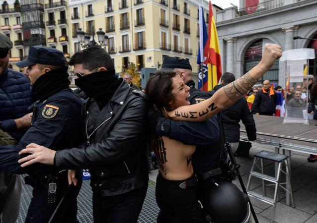 Aktivistka Femen v Madridu