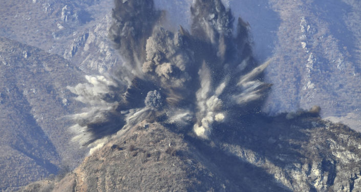 Zničení opevněných míst v demilitarizované zóně na hranici s Jižní Koreou