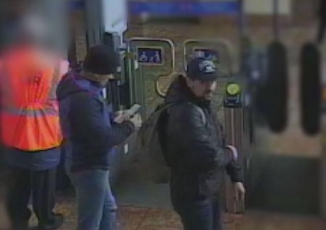 Alexandr Petrov a Ruslan Boširov na video zveřejněném britskou policií