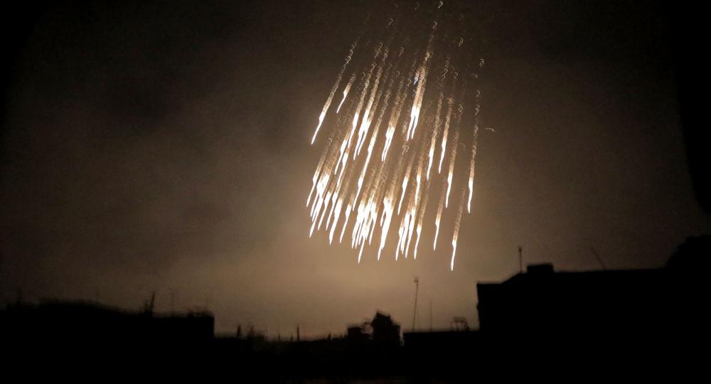 Bombardování nábojem s bílým fosforem v Sýrii