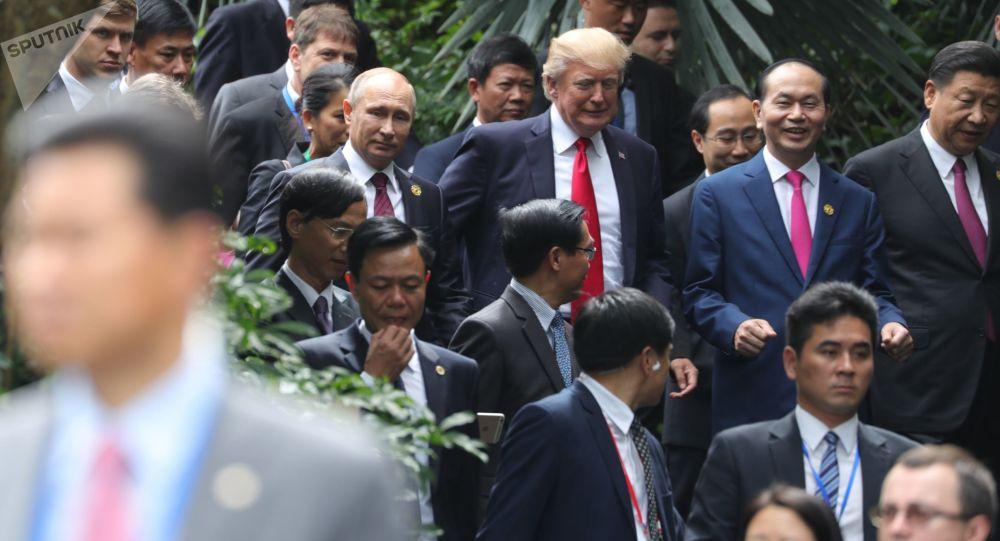 Vladimir Putin, Donald Trump, Trần Đại Quang a Si Ťin-pching během fóra Asijsko-pacifického hospodářského společenství