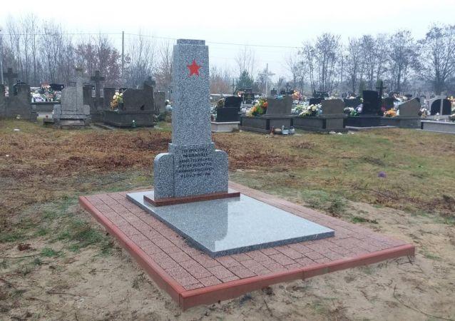 Opravený památník v polské Goryni