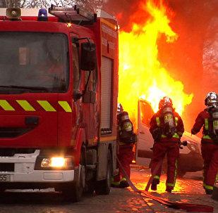 Paříž v plamenech zmítána nepokoji: Co se stane s hlavním městem lásky a romantiky?