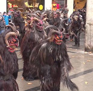 Legendární folklorní postavičky vyrazily do ulic Mnichova. Užijte si sváteční náladu
