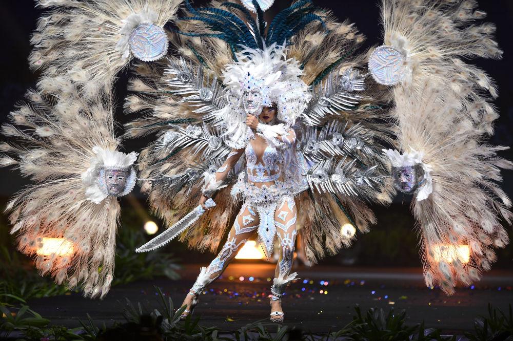 Přehlídka národních kostýmů na soutěži krásy Miss Universe 2018