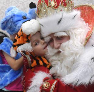 Ruský Děda Mráz navštívil útulek Gavroš pro děti a mládež v Kazani