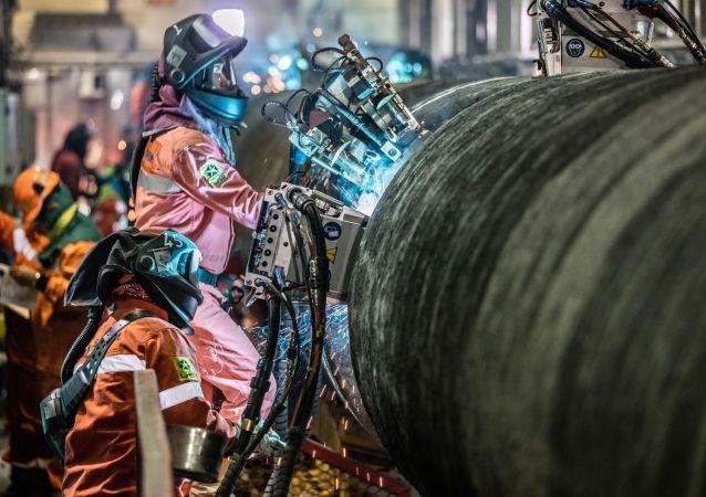 Svaření potrubí pro Severní proud 2