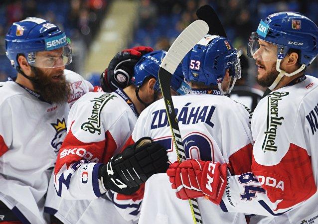 Češi se radují po gólu do sítě Švédska na turnaji v Moskvě