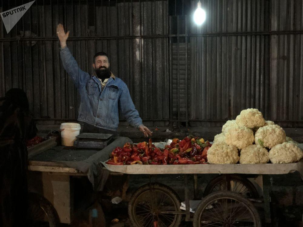 Noční trh v nejlidnatěším syrském městě Aleppu