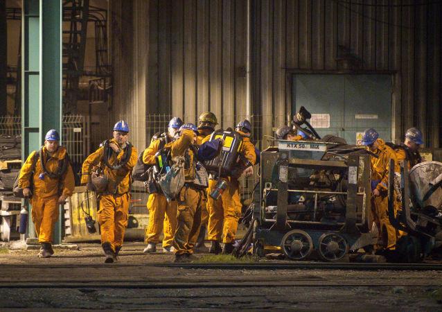 Záchranáři na místě výbuchu v ČSM