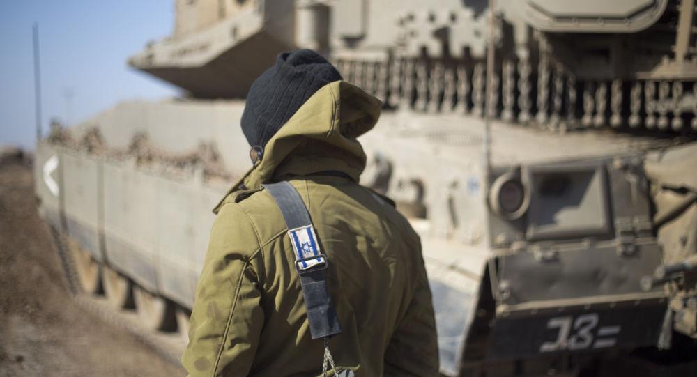 Izraelský voják na hranici se Sýrií