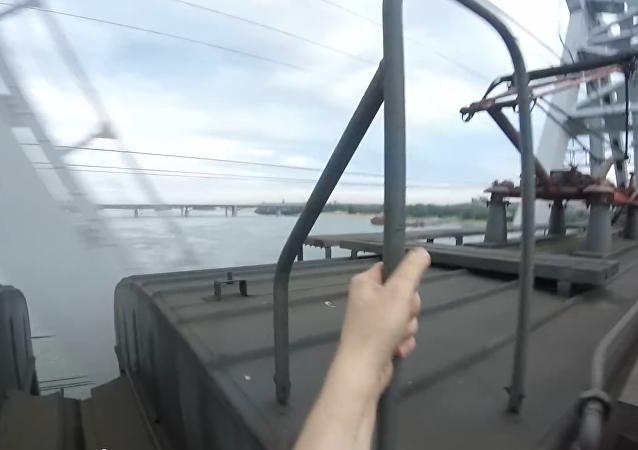 Jak se baví na Sibiři: surfování na vlaku