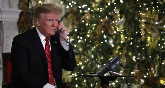 """Prezident Spojených států Donald Trump v rámci amerického vojenského projektu """"NORAD sleduje Santu"""""""