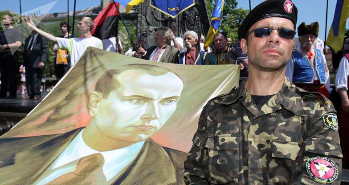 Portrét Stepana Bandery na mítinku ve Lvově