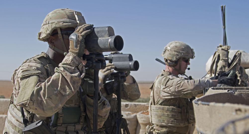 Američtí vojáci u Manbidže v Sýrii