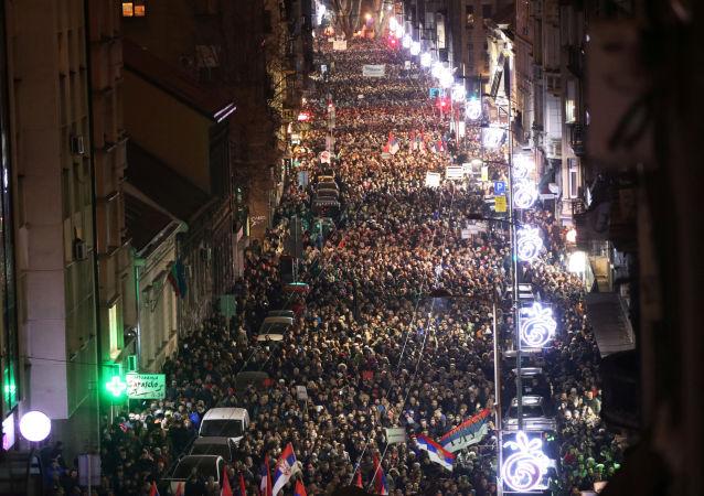 Protestní akci v Bělehradě proti prezidentu Aleksandru Vučićovi a vládnoucí straně