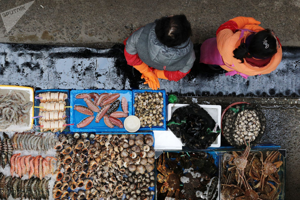 Stánek na Rybářském trhu Noryangjin v Soulu