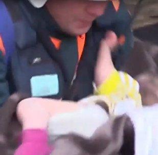 11měsíční dítě bylo zachráněno pod troskami domu v Magnitogorsku (VIDEO)
