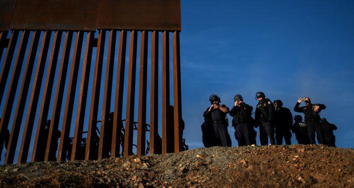Američtí pohraničníci na americko-mexické hranici