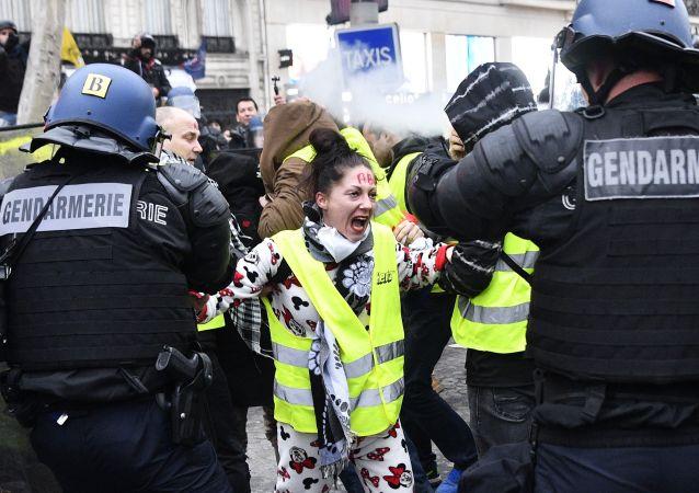 Protestvní akce žlutých vest v Pařiží