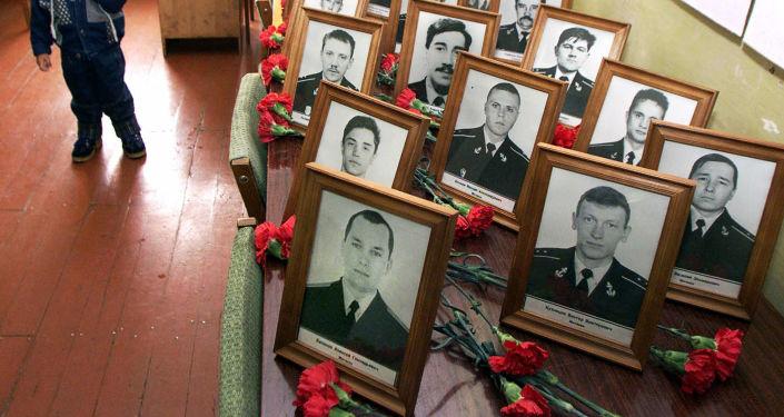 """V důsledku vyzdvižení ponorky Kursk se k 20. březnu r. 2002 podařilo objevit a identifikovat těla 115 námořníků. Těla dvou námořníků – Dmitrije Kotkova a Ivana Nefedkova (Nefednova) a také hlavního odborníka """"Dagdizele"""" Mameda Gadžijeva se nepodařilo najít"""