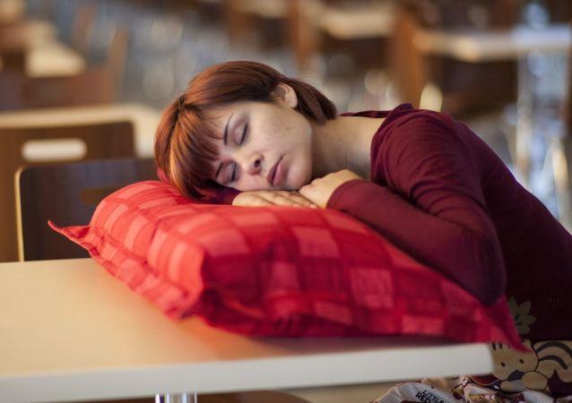 Slečna spí