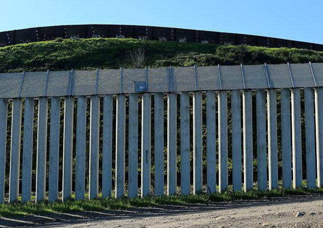 Americko-mexická hranice