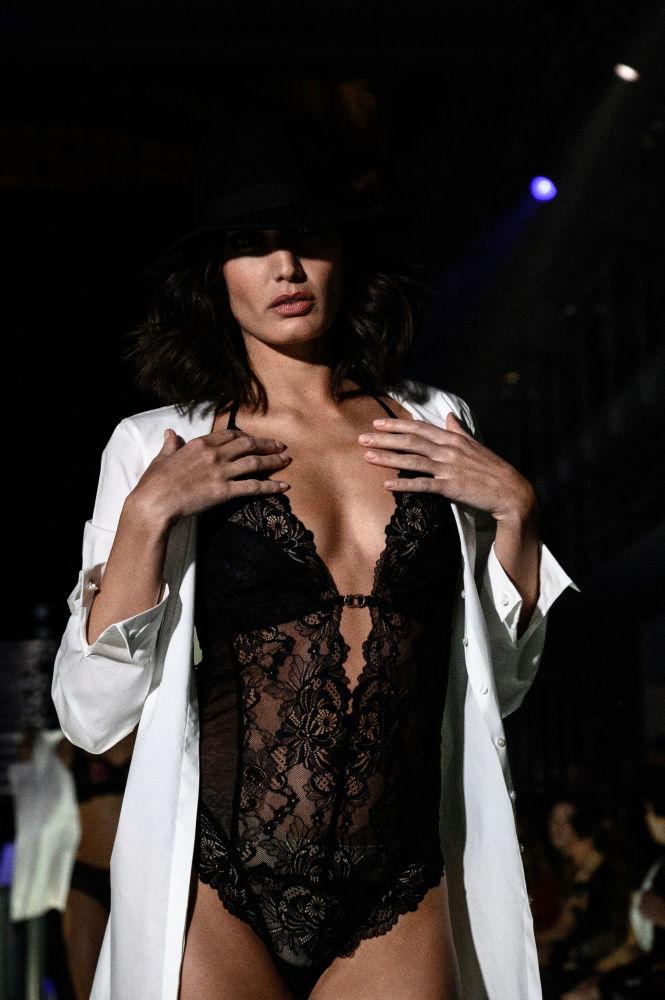 Vytvořit božské spodní prádlo je velké umění. Tato pařížská přehlídka vás ohromí!