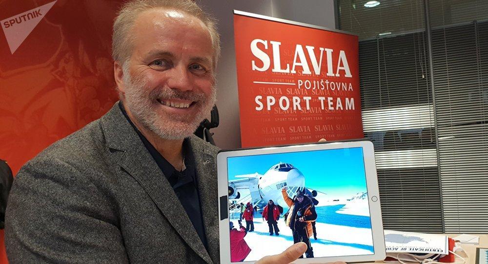 Část cesty k jižnímu pólu absolvoval Pavel Sehnal na palubě ruského letadla Iljušin Il-76