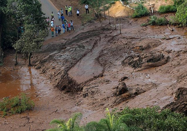 Důsledky prolomení hrází v Brazílii