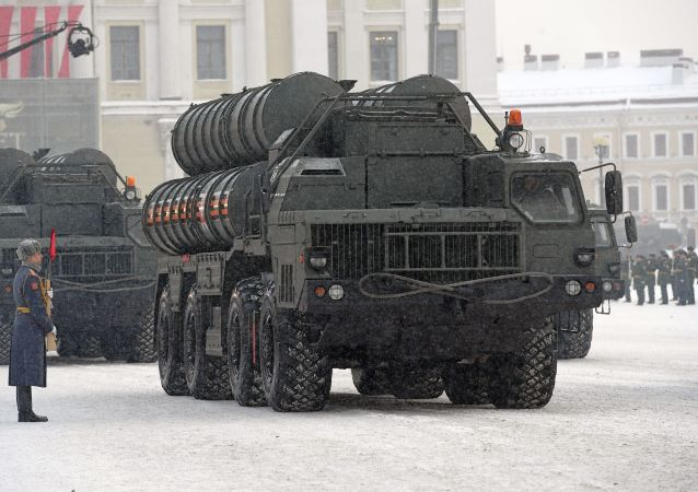 Protiletadlový raketový systém S-400 na přehlídce na počest 75. výročí zrušení blokády Leningradu