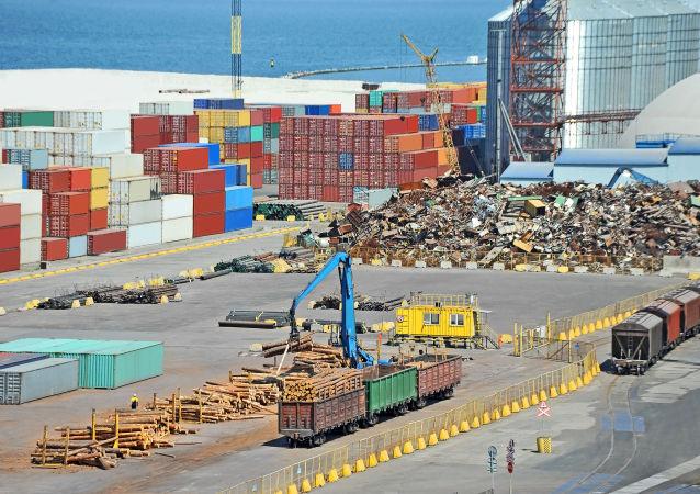 Kontejnery v přístavu Oděsy