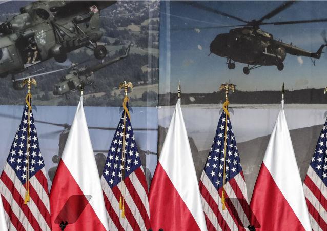 Vlajky Polska a USA ve Varšavě