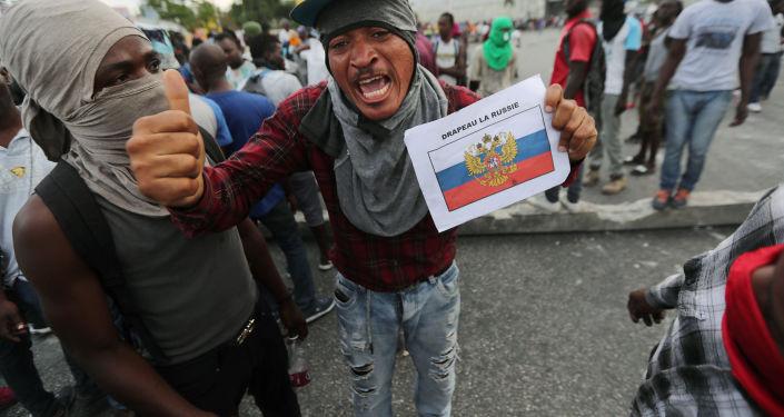 Obyvatelé Haiti demonstrují proti své vládě.