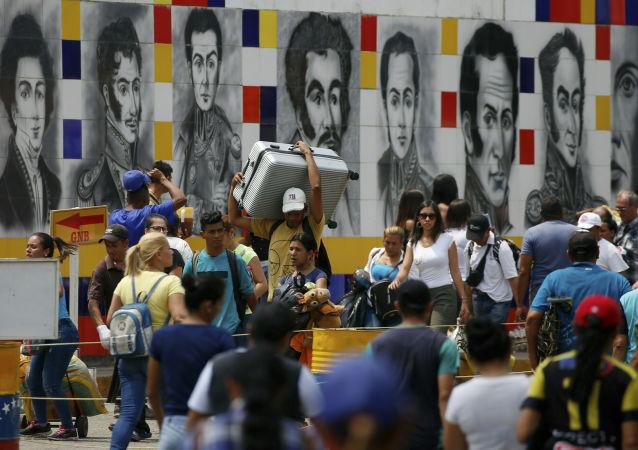 Obyvatelé Venezuely na hranici s Kolumbií