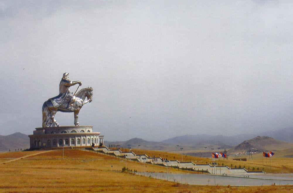 Jezdecká socha Čingischána v Mongolsku