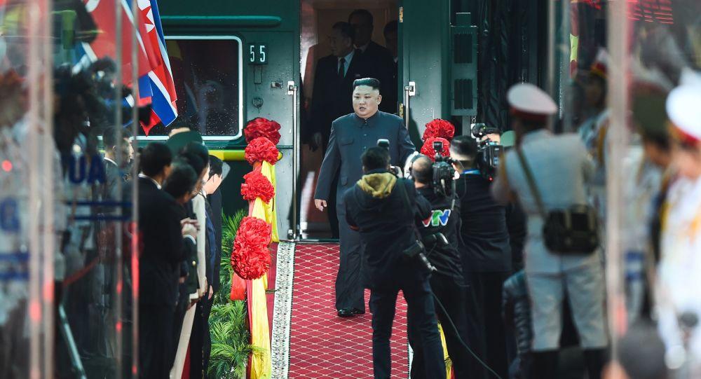 Kim Čong-un na nádraží  po příjezdu do Vietnamu