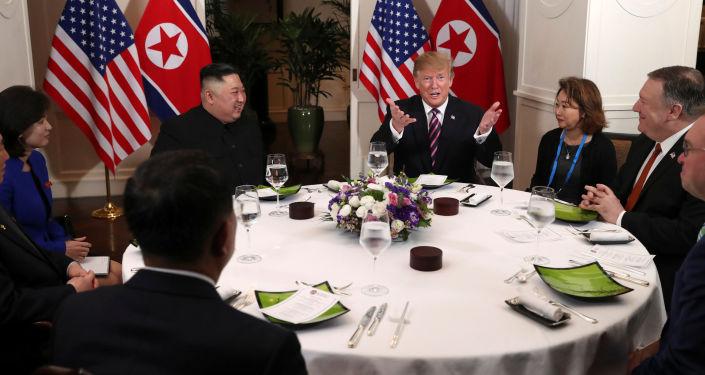 Donald Trump a Kim Čong-un. Hanoj, Vietnam