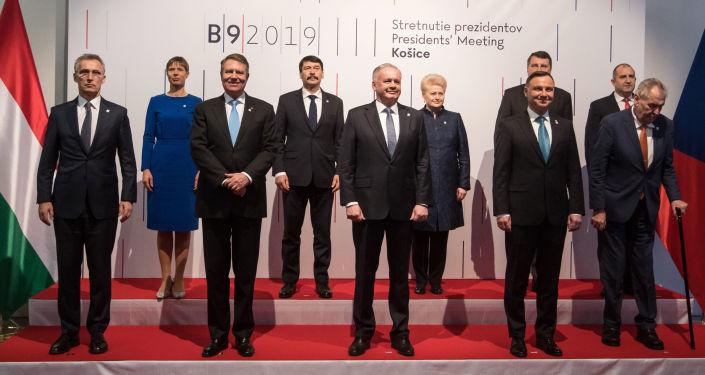 Generální tajemník NATO Jens Stoltenberg a evropští politici na summitu B9