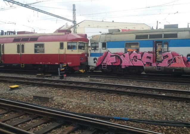 Srážka dvou osobních vlaků u Hlavního nádraží v Brně