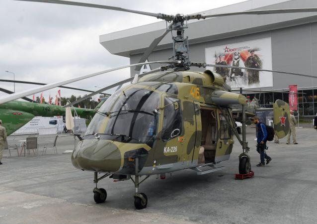 Ruský víceúčelový vrtulník Ka-226 na výstave Armáda Ruska – zítřek během 4. mezinárodního vojensko-technického fóra Armija 2018 v Kubince.