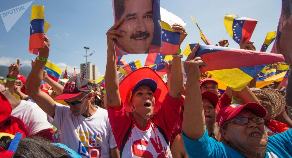 Akce na podporu prezidenta Venezuely Nicoláse Madura v Caracasu