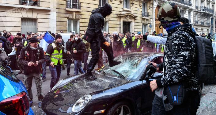 Mítink žlutých vest v Paříži