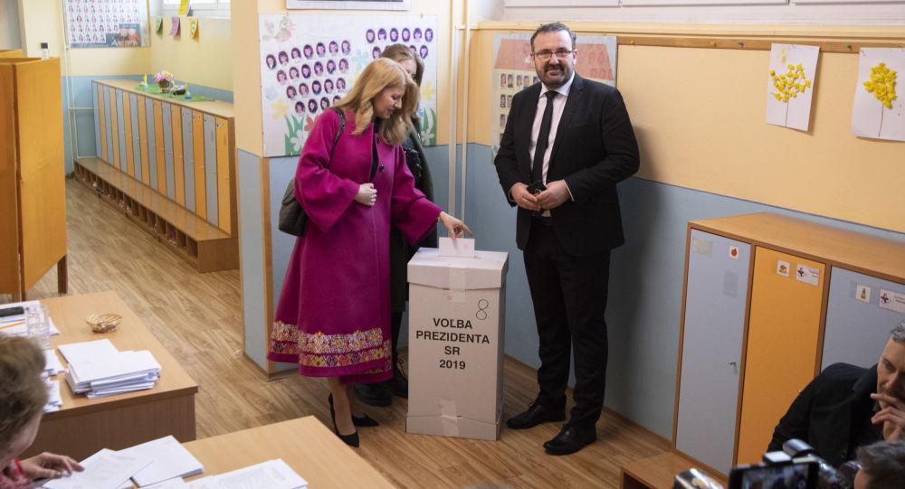 Prezidentská kandidátka Zuzana Čaputová volí v Pezinku.